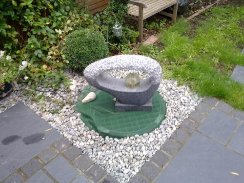 install outdoor fountain in london